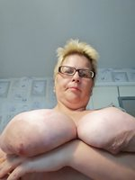 council estate wife loves taking selfies
