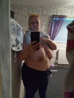 council estate wife is a selfie whore